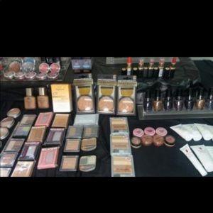 20 pieces Makeup Lot - Firm